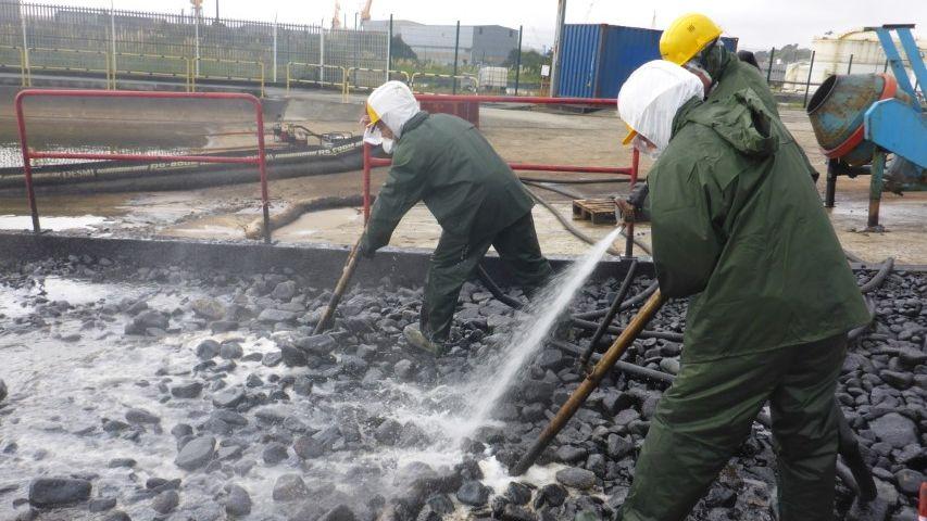 Naval Group - Pratique Lutte contre les pollutions accidentelles par hydrocarbures